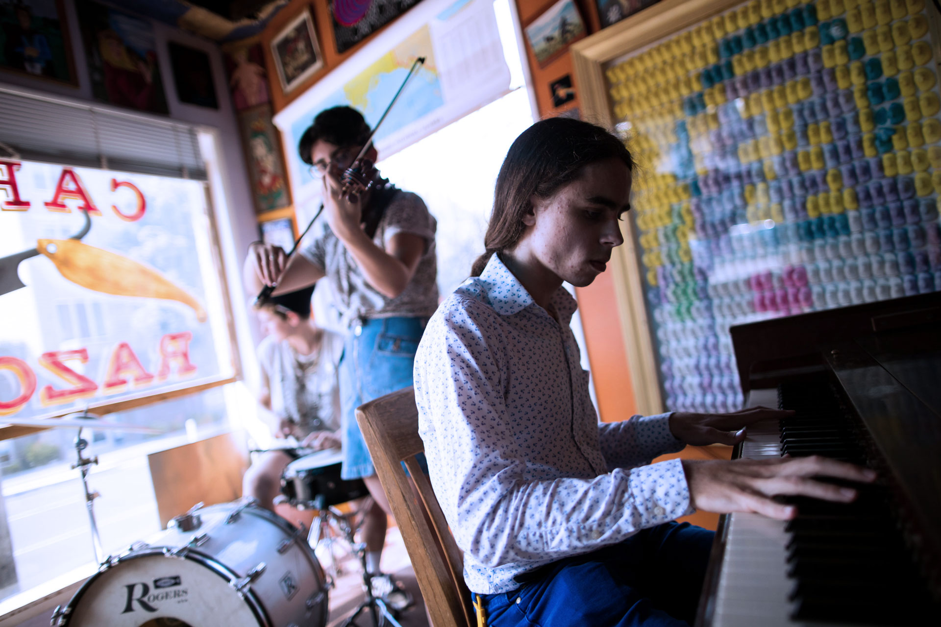 Photo musicians playing together, drums, piano, violin